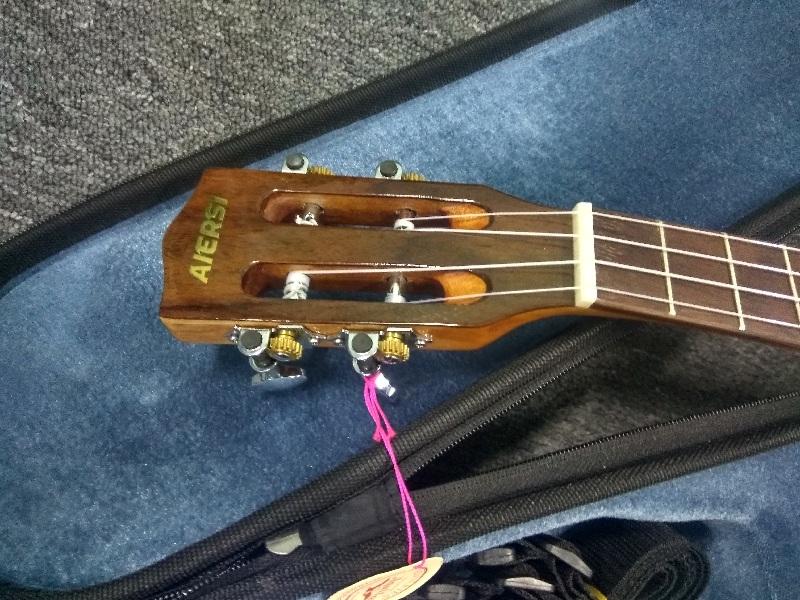 aiersi brand acoustic fingerstyle ukulele  (3)